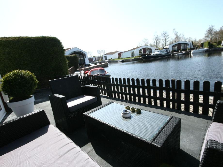 Terrasse mit gemütlichen Loungemöbeln