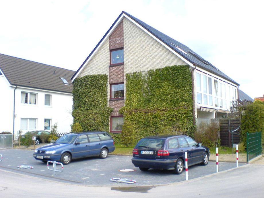Gesamtansicht Haus Nr. 7 (Giebelseite + Parkplatz)