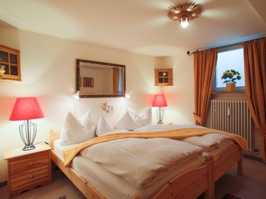 ferienwohnung romantik ortsrand garmisch partenkirchen. Black Bedroom Furniture Sets. Home Design Ideas