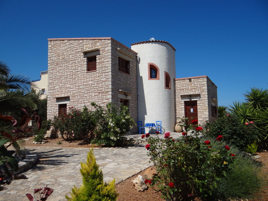 Vorderansicht-Eingang-Villa Despina