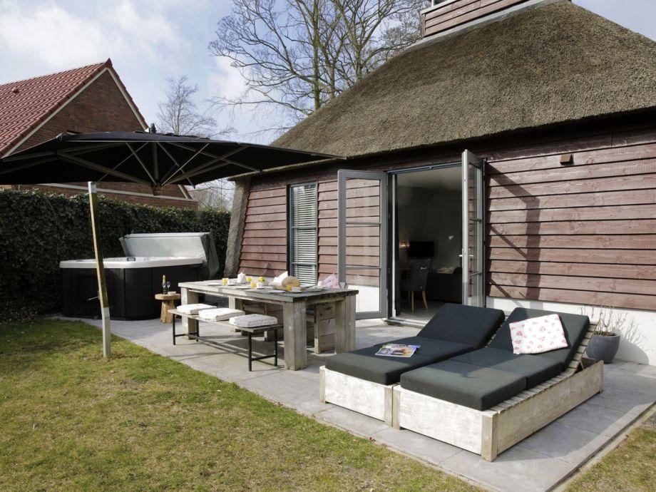 Außenaufnahme Ferienhaus mit Sauna & Jacuzzi, Schoorl