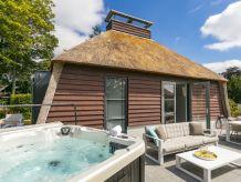 Ferienhaus Ferienhaus mit Sauna & Jacuzzi, Schoorl