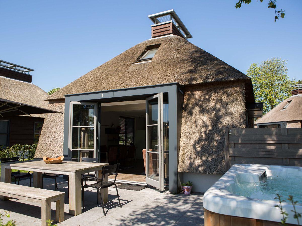ferienhaus mit jacuzzi schoorl nord holland schoorl firma dutchen. Black Bedroom Furniture Sets. Home Design Ideas