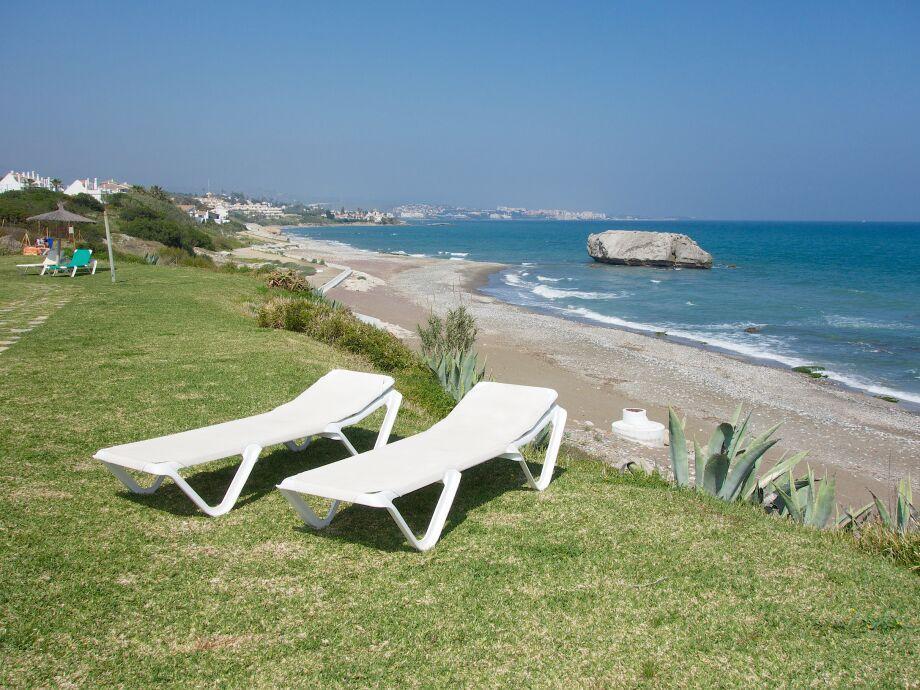 Garten und Strand mit Blick auf Estepona