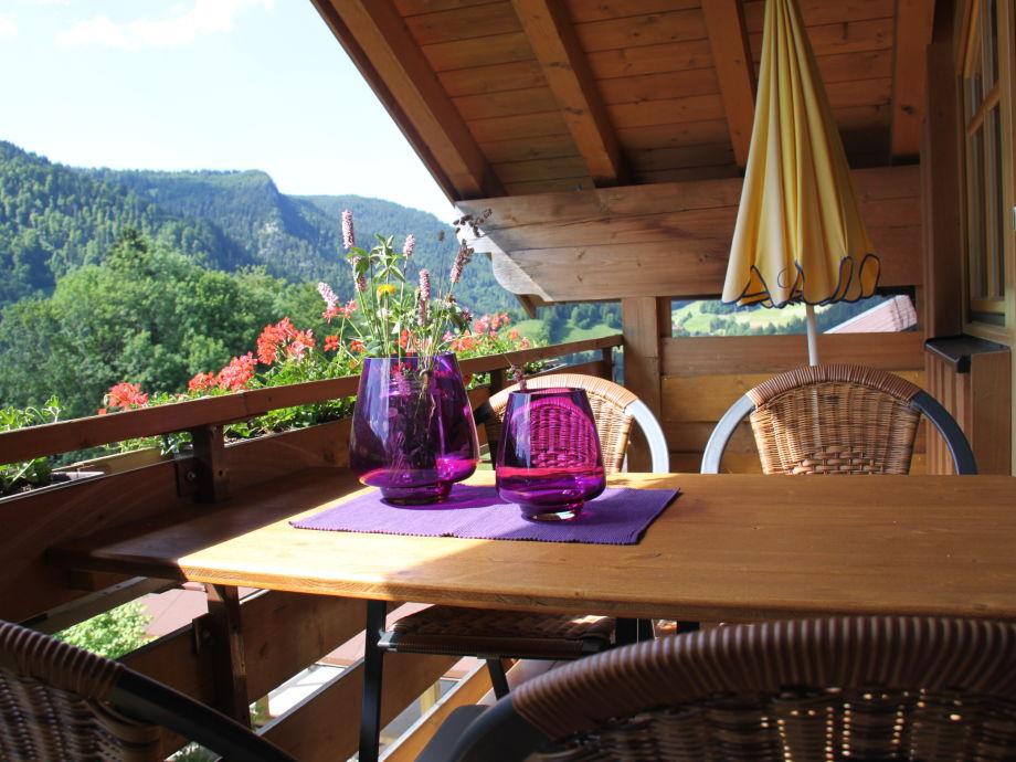 Balkon mit 4er Tisch