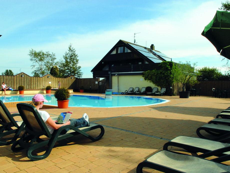 Ferienwohnungen direkt am Schwimmbad