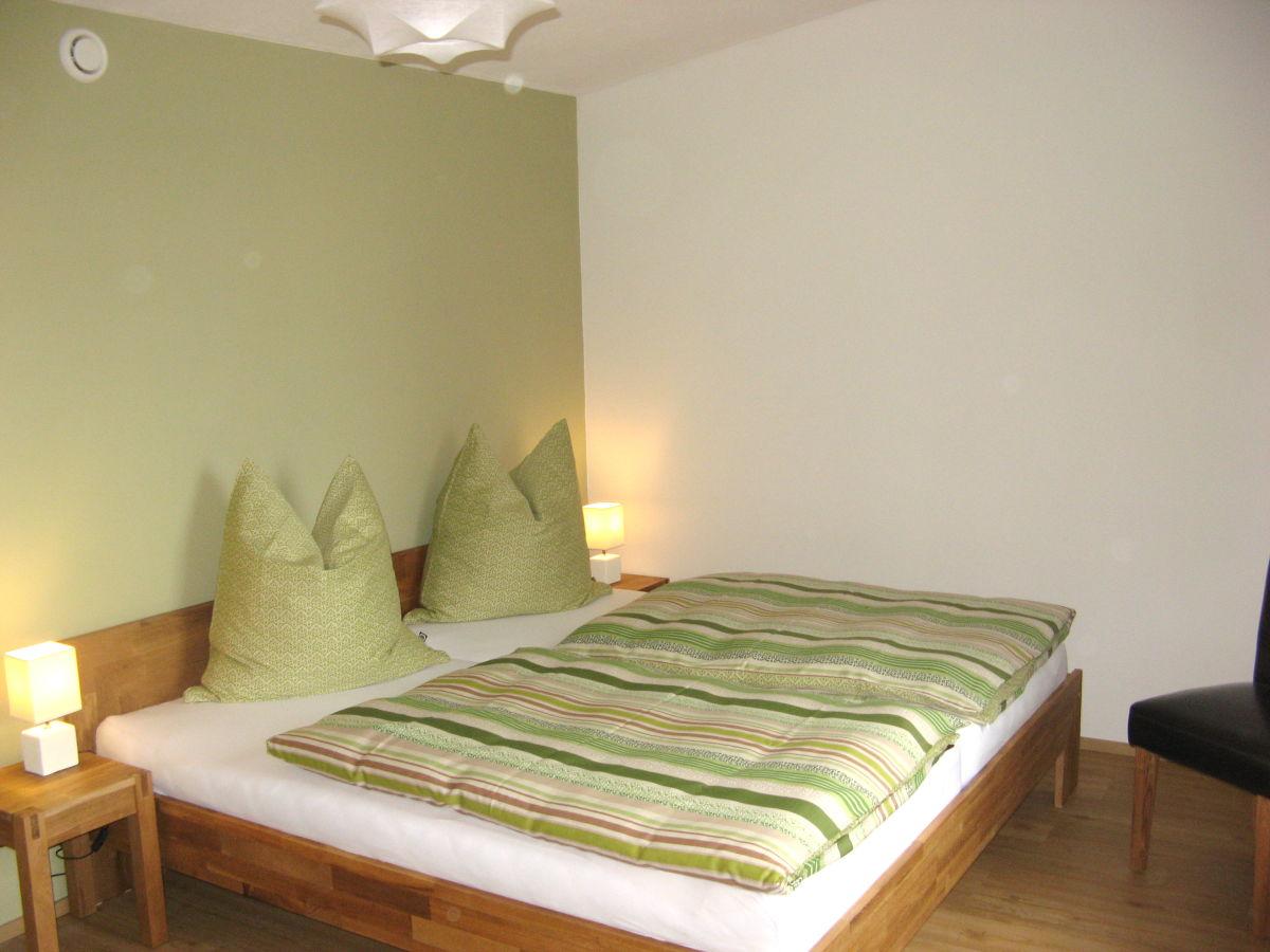 Gutsweg eins ferienwohnung 3 eibenstock familie for Doppelbett kleines zimmer