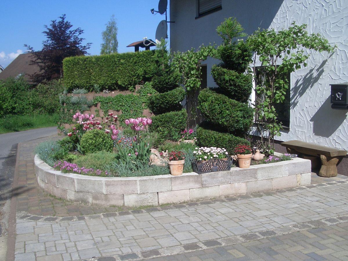 Ferienwohnung eifel oase 2 kall firma eifel oase frau lucyna richter - Vorgarten eingangsbereich ...