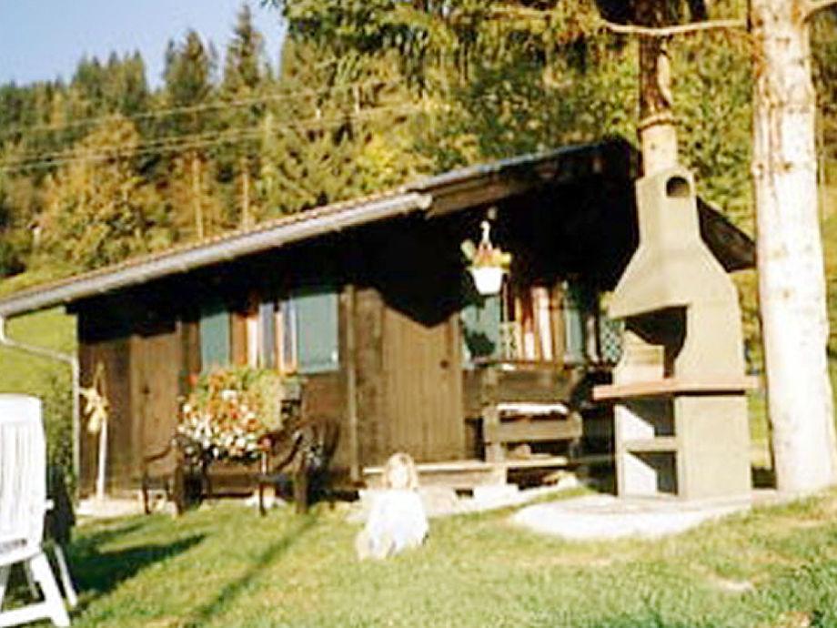 Gartenhaus mit Steingrill