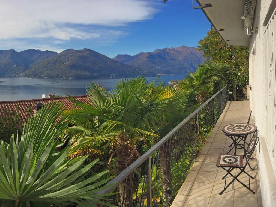 Blick vom Balkon auf den Lago Maggiore