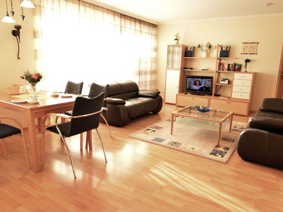 Helles Wohnzimmer mit großer Dachterrasse