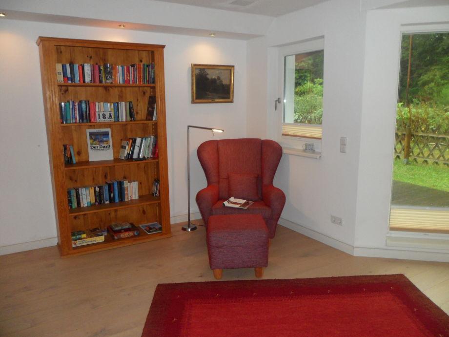 Ferienhaus an der rehwiese fischland dar zingst firma - Bibliothek wohnzimmer ...