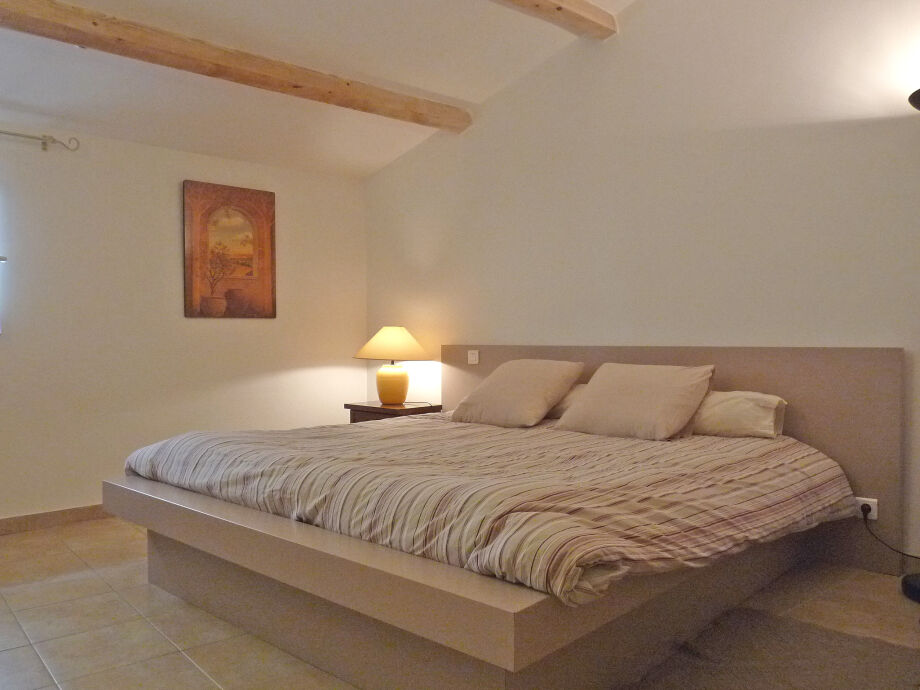 Schlafzimmer 1 mit bequemem Doppelbett