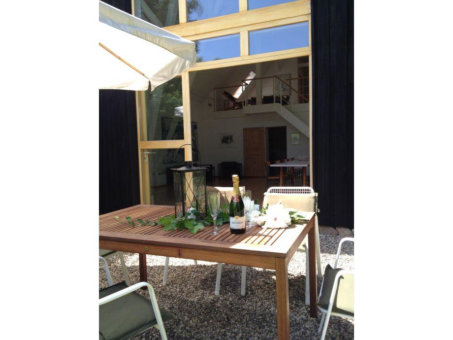 Terrasse mit Blick ins Atelier