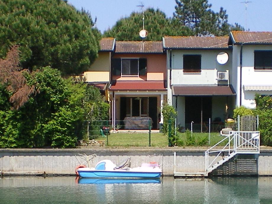 Reihenhaus mit Garten - Das Tretboot gehört dazu