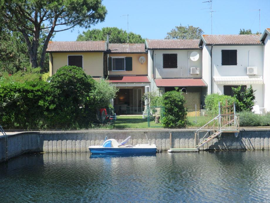 Direkt vom Garten ins Wasser springen, Haus +Tretboot