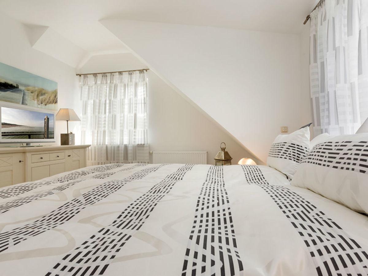 luxus ferienhaus ostseebrise f r h chste anspr che zingst frau anja thiele. Black Bedroom Furniture Sets. Home Design Ideas