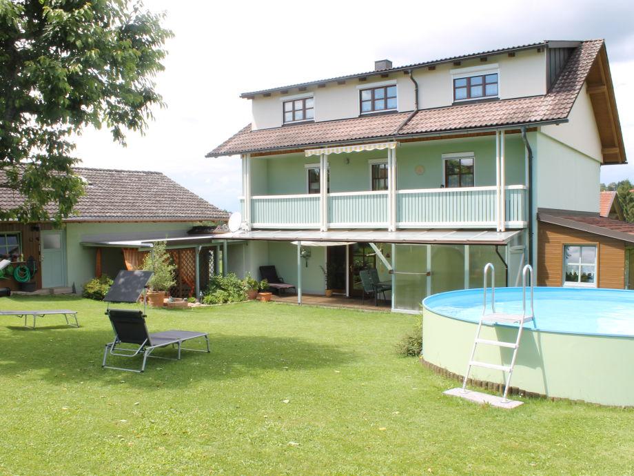 Garten, Liegewiese mit Pool