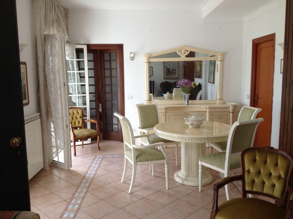 wohn und esszimmer wohn und esszimmer kombiniert wohnzimmer esszimmer einrichten k che wohn. Black Bedroom Furniture Sets. Home Design Ideas