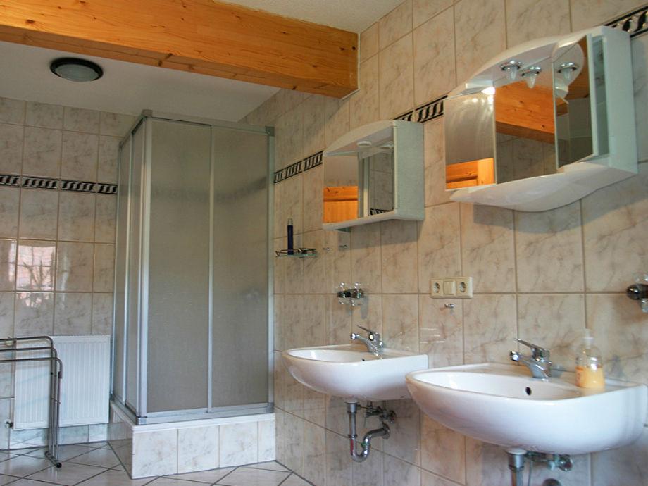 Landhaus beim schloss ulrichshusen am see mecklenburgische seenplatte familie karin timm - Badezimmer zwei waschbecken ...