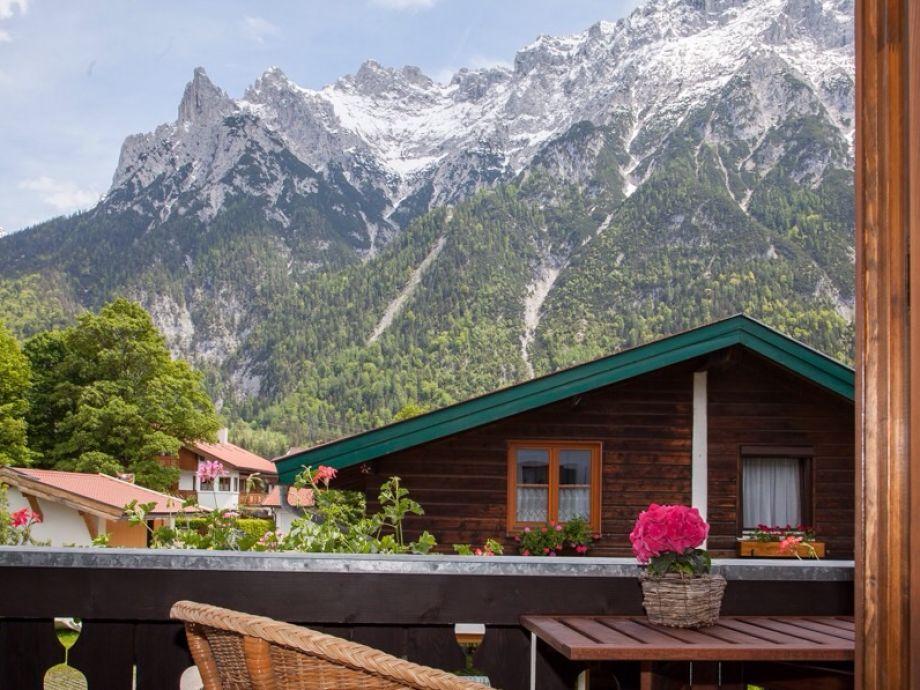 Ausblick vom Balkon auf Karwendel