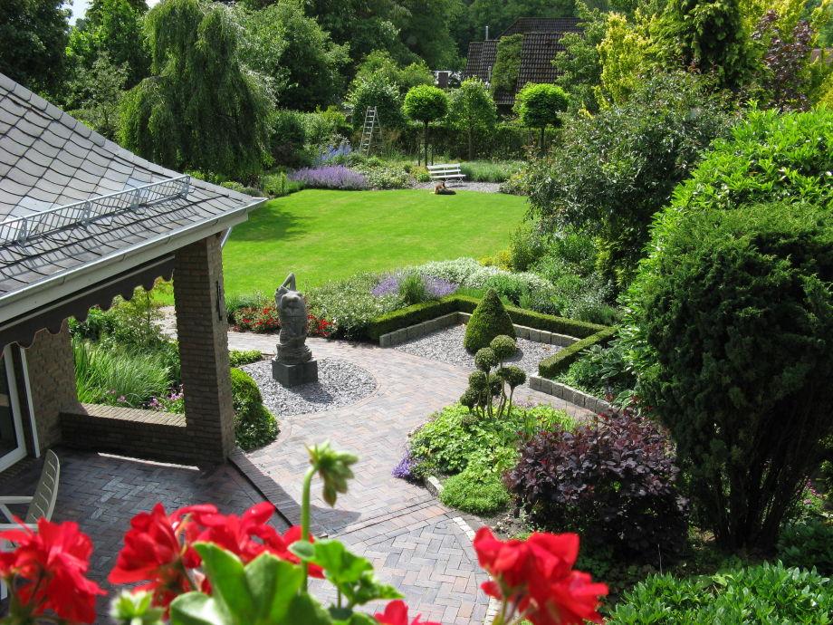 Fensterblick in den Garten