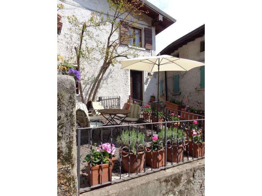 Hauseingang mit Garten
