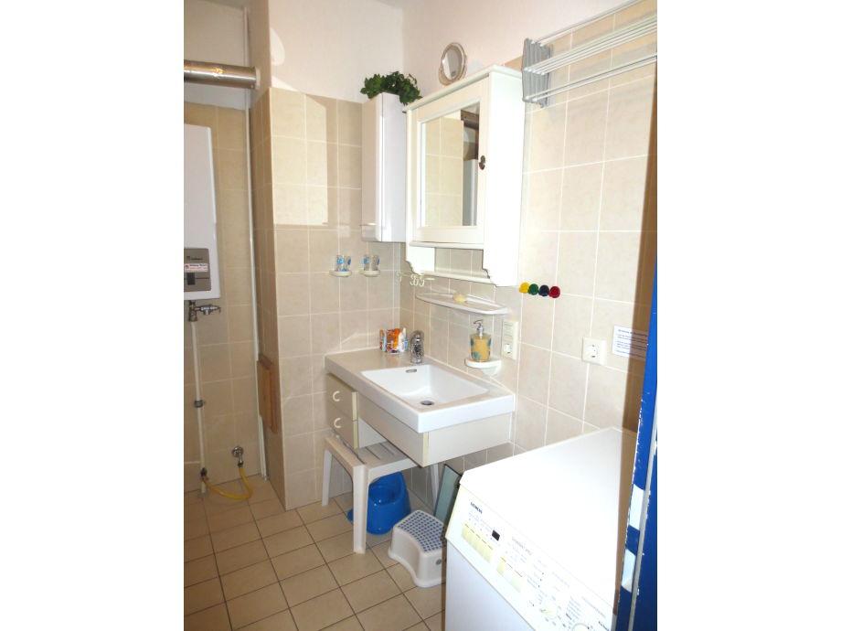 kleines bad mit dusche und waschmaschine inspiration f r die gestaltung der. Black Bedroom Furniture Sets. Home Design Ideas