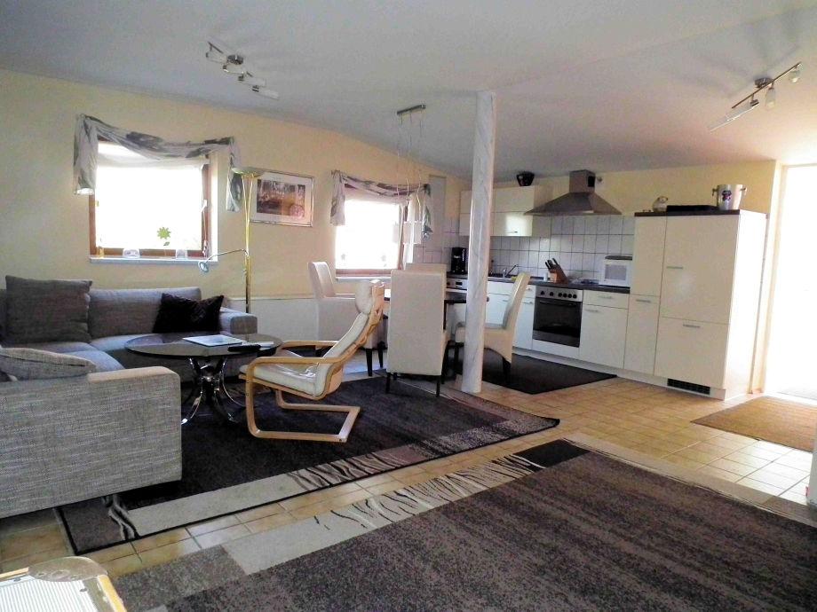 Wohnzimmer Mit Küche: Haus innen mit offene grundriss küche und ...
