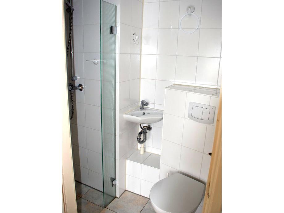 toilette mit dusche raum und m beldesign inspiration. Black Bedroom Furniture Sets. Home Design Ideas