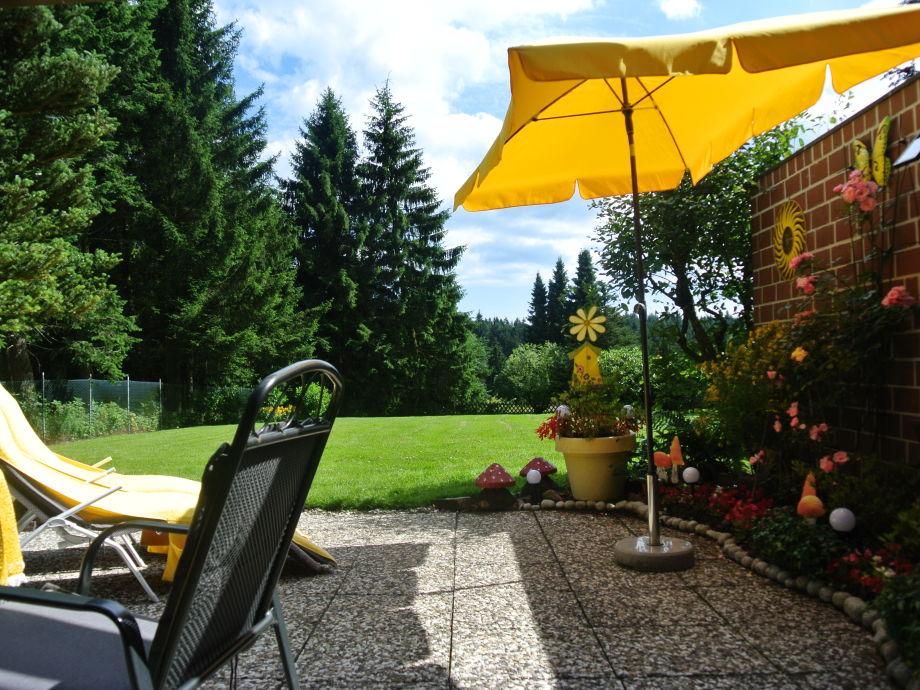 Terrasse mit parkähnlichem Garten