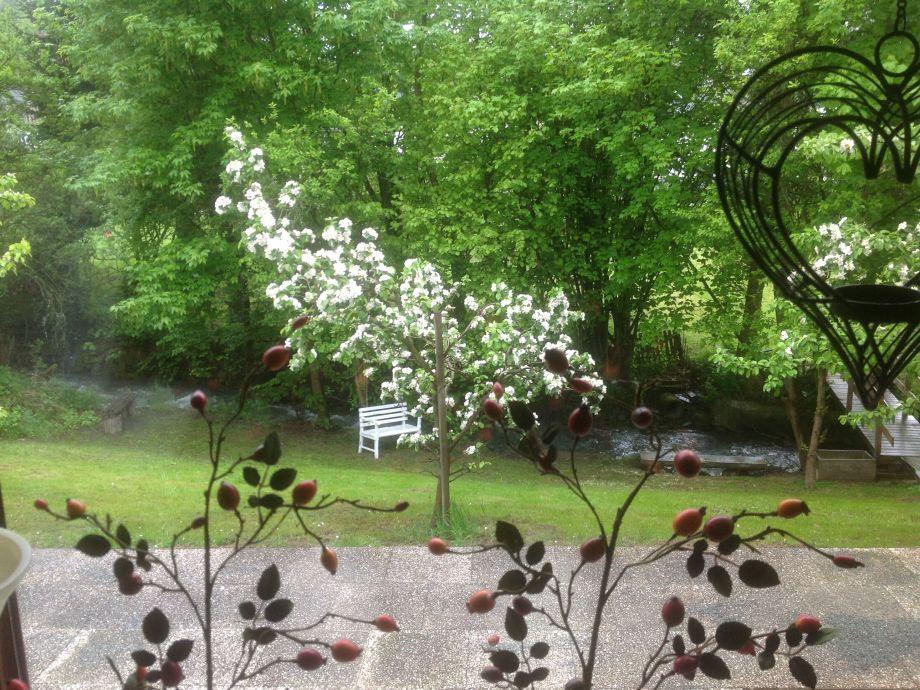 Der Garten mit Bachlauf