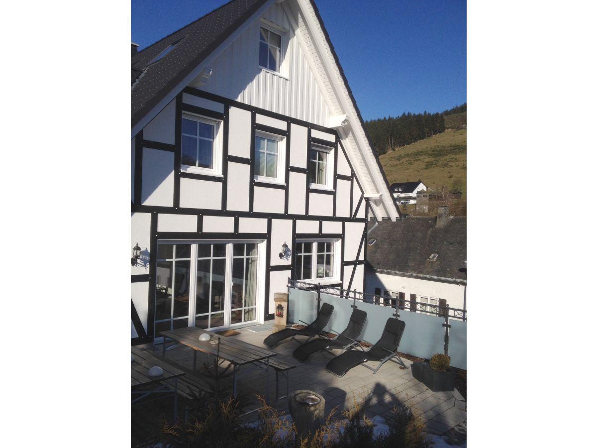 blick auf die terrasse vor dem gesellschaftsraum - Villa Sauerland