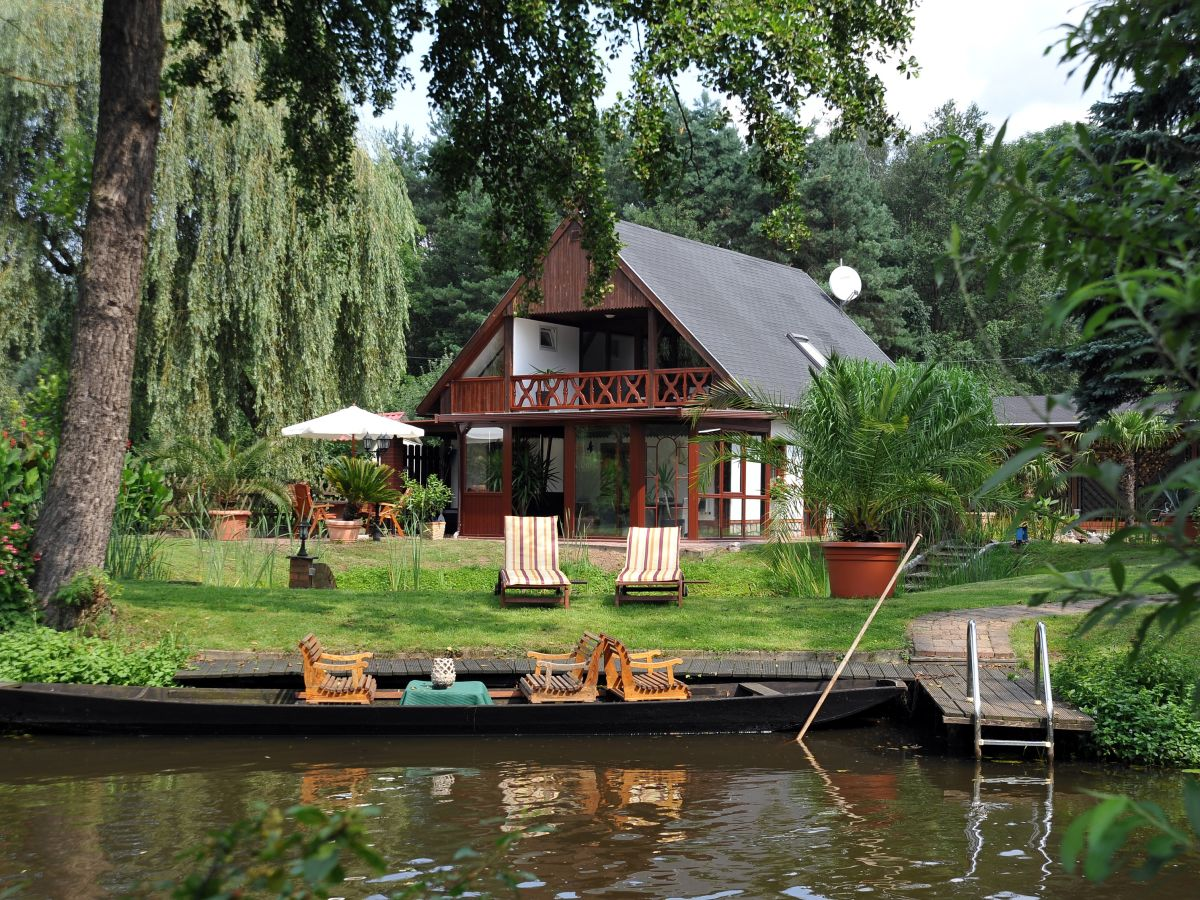 ferienhaus am wasser im spreewaldkurort burg burg im spreewald herr heinz ballaschk. Black Bedroom Furniture Sets. Home Design Ideas