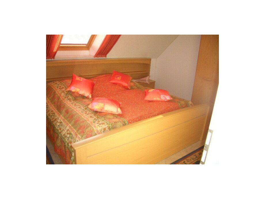 Doppelbett (Schlafzimmer mit Velux-Fenster)