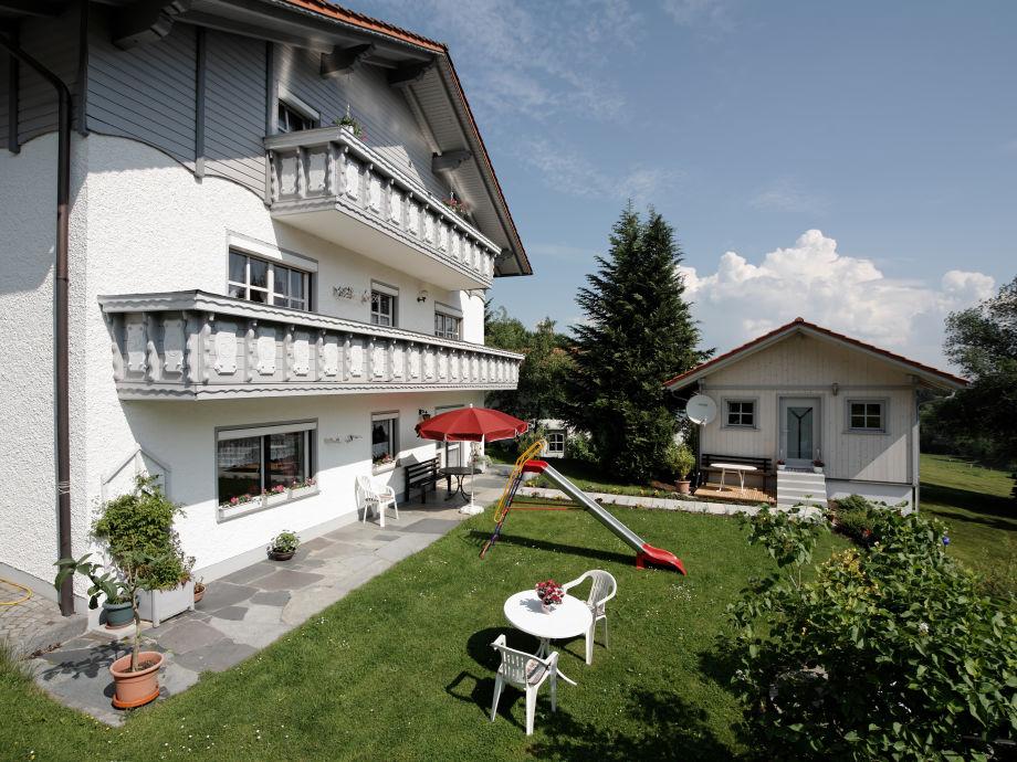Ferienwohnung unten und Hütte mit Garten