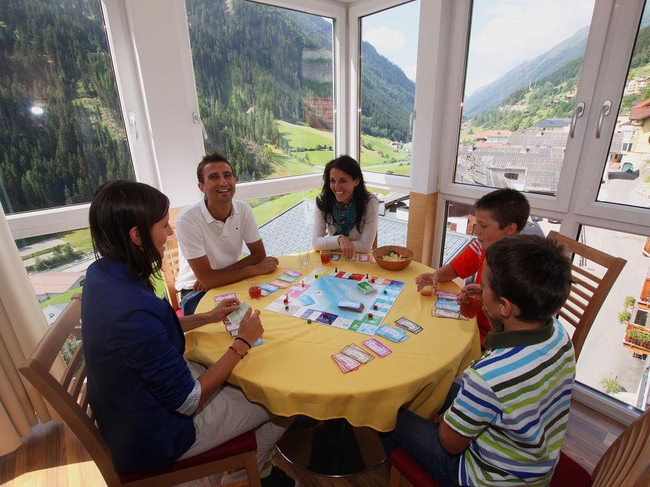 Sitzbereich mit Berpanoramaausblick Ferienwohnen Mattle