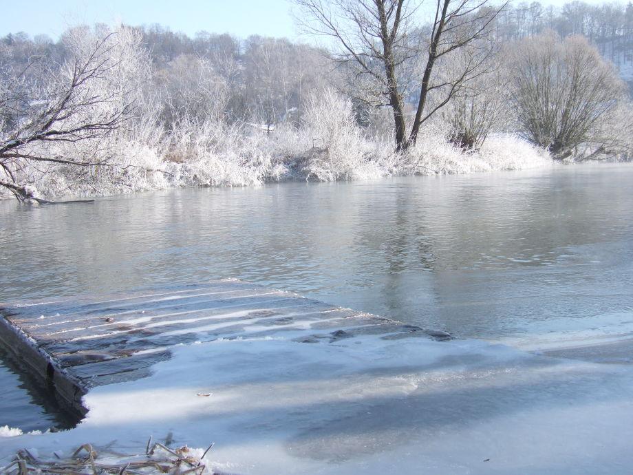 Bootssteg an der Altmühl im Winter