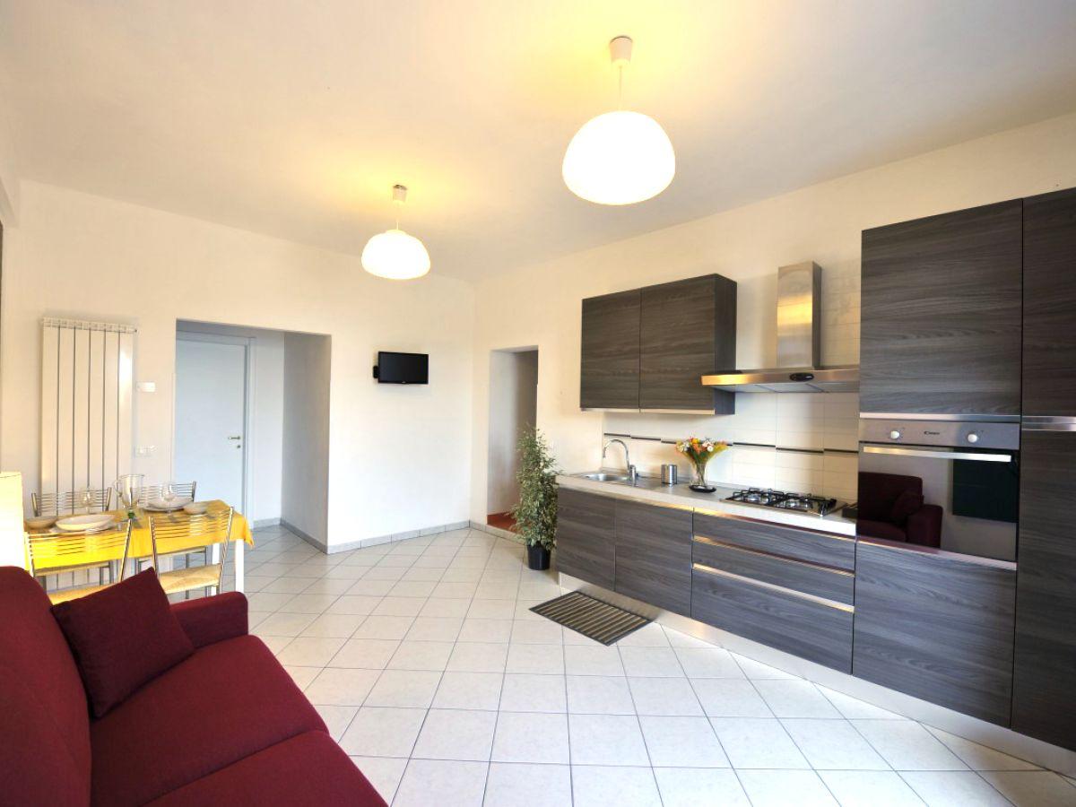 ferienwohnung orange san lorenzo al mare herr piazza. Black Bedroom Furniture Sets. Home Design Ideas