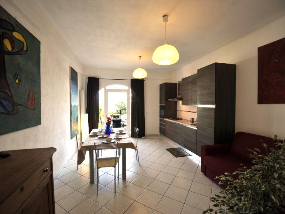 Der offene Wohn- und Essbereich mit Küche