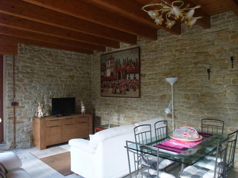 unser wildes wohnzimmer:Ferienwohnung GIARDINO im CasaFio, PIEMONT Langhe – Frau Fiorella