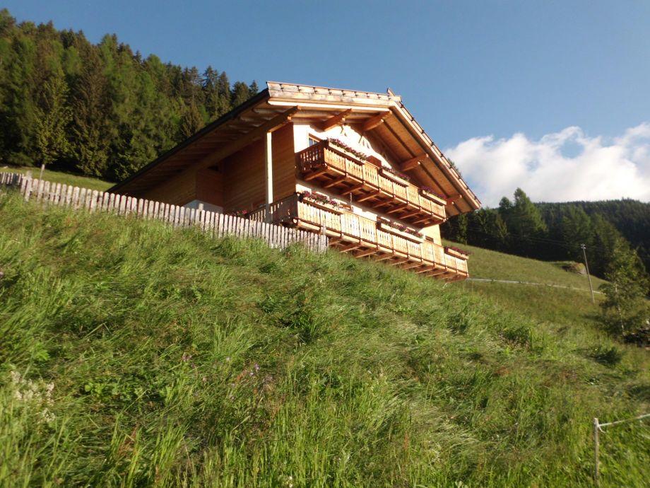 Unser  Haus inmitten von Wiesen und Wäldern