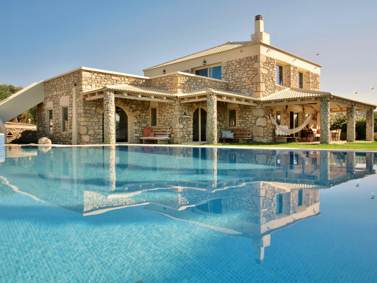 Villa armonia 1 5km from komos pitsidia crete greece for Bungalow avec piscine martinique