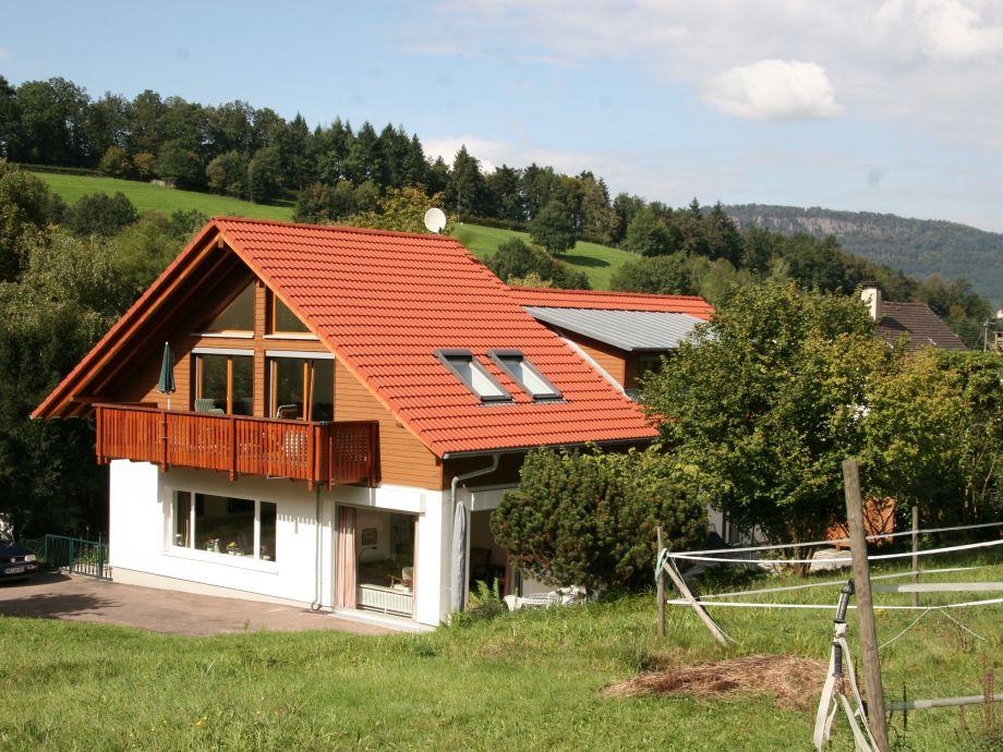 Blick auf's Haus im Sommer