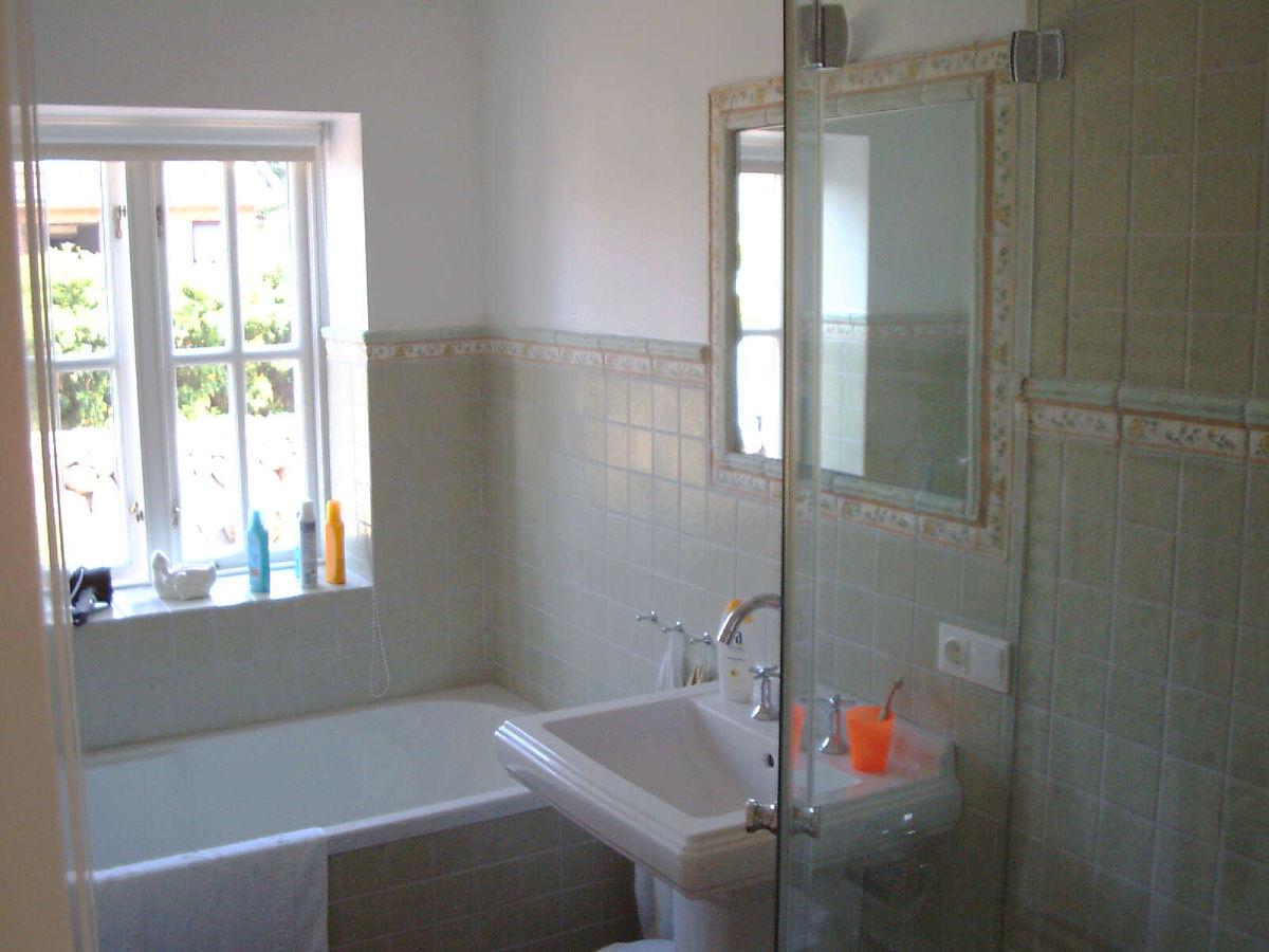 badewanne und dusche nebeneinander finden. Black Bedroom Furniture Sets. Home Design Ideas