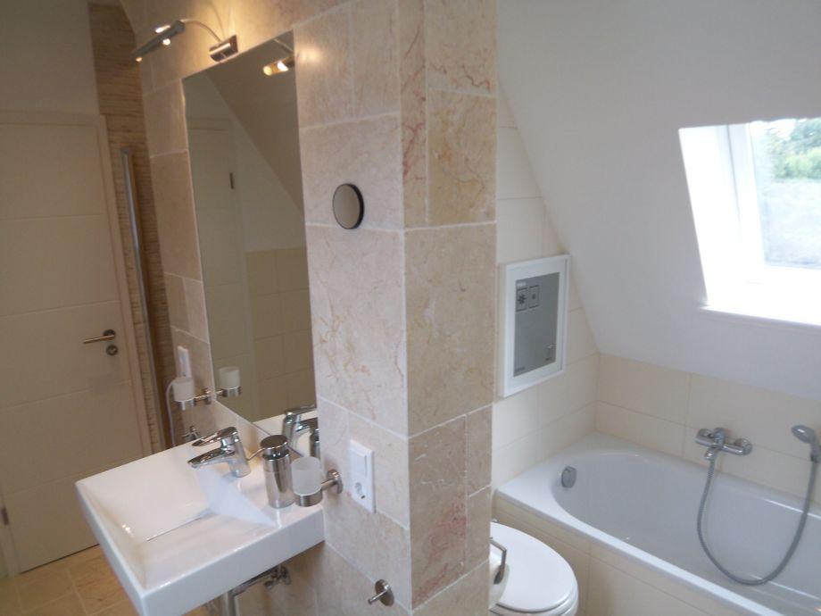 Badezimmer Dachgeschoss: Dachgescho bad badplanung und badrenovierung vom badplaner. Geflieste ...