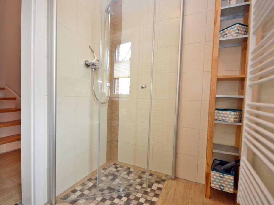 Ferienhaus leuchtturm norden norddeich nordsee firma for Badezimmer ebenerdige duschen