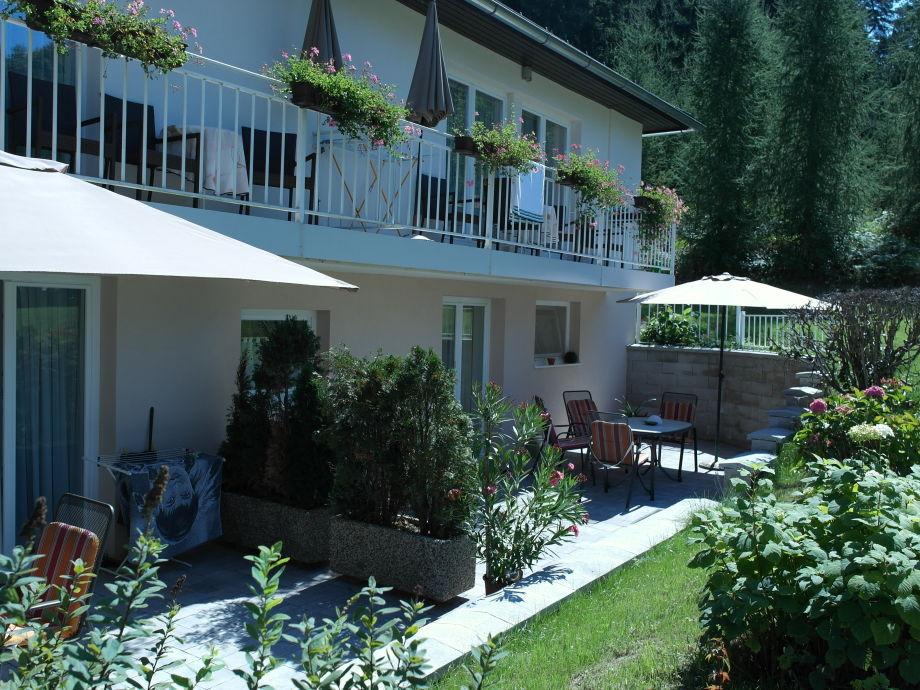 Beerenweg 8 Terrasse mit Garten