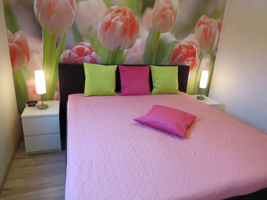 Schlafzimmer mit Luxus-Boxspringbett
