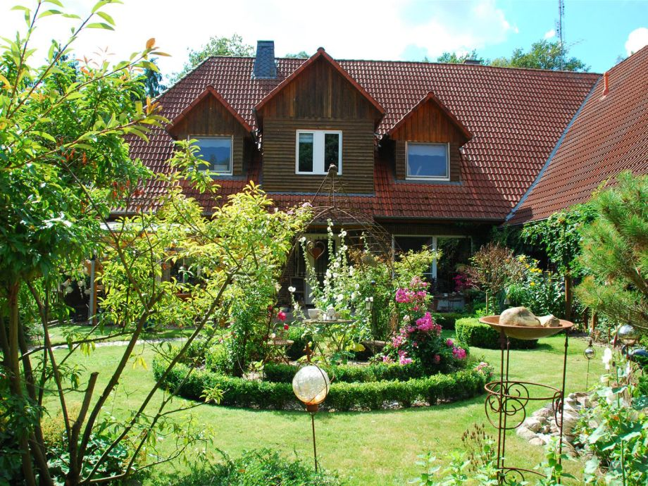 Wohnhaus mit priv. Garten